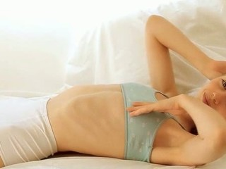 Lying inside the be believable makes looker hot to trot for explosive orgasm